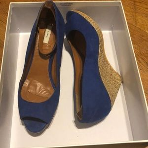 Wedge peep toe shoes